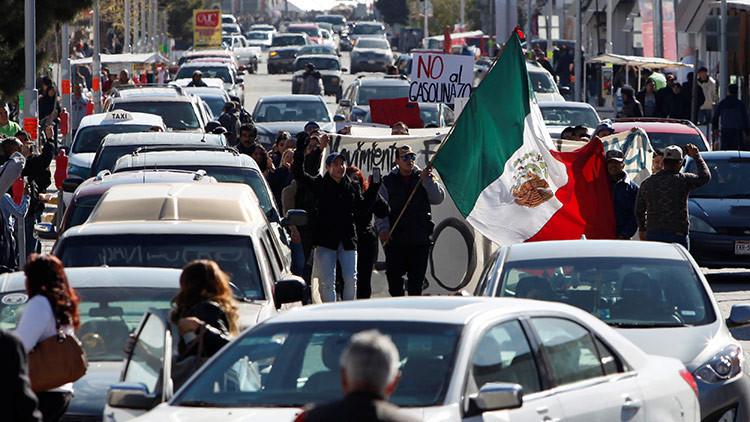 México: Manifestantes toman peaje en Morelos, dejando pasar gratis a vehículos