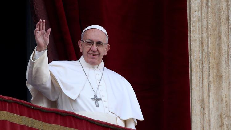 El papa Francisco invita a madres a dar el pecho a sus bebés durante una ceremonia en el Vaticano