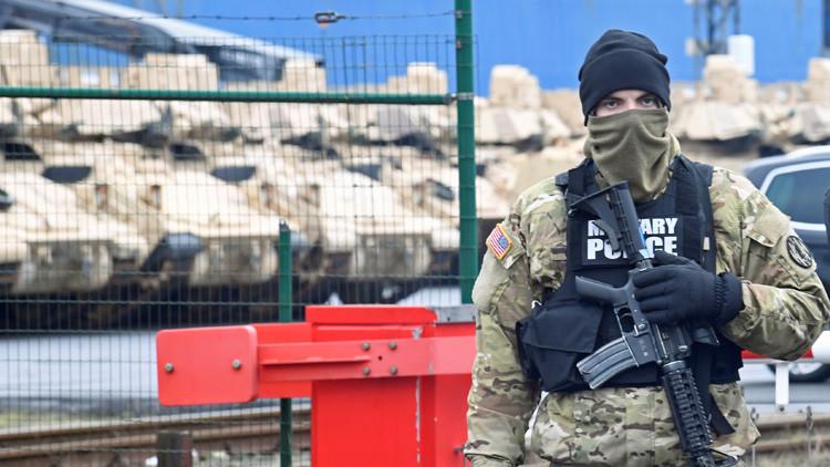 VIDEO: Equipo pesado y soldados del Ejército estadounidense se dirigen hacia las fronteras rusas