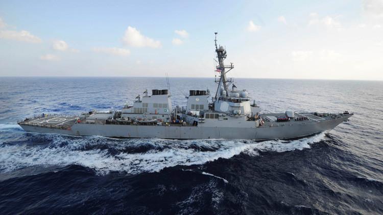 EE.UU. abre fuego de advertencia contra barcos iraníes en el golfo Pérsico