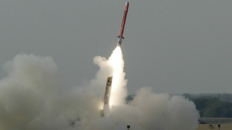Pakistán lanza su primer misil de crucero con capacidad nuclear en una prueba submarina