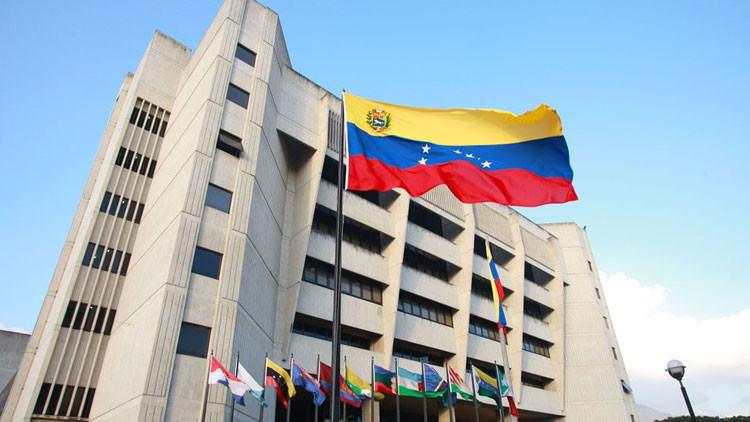 Venezuela: El Tribunal Supremo de Justicia señala que el Parlamento no puede destituir a Maduro