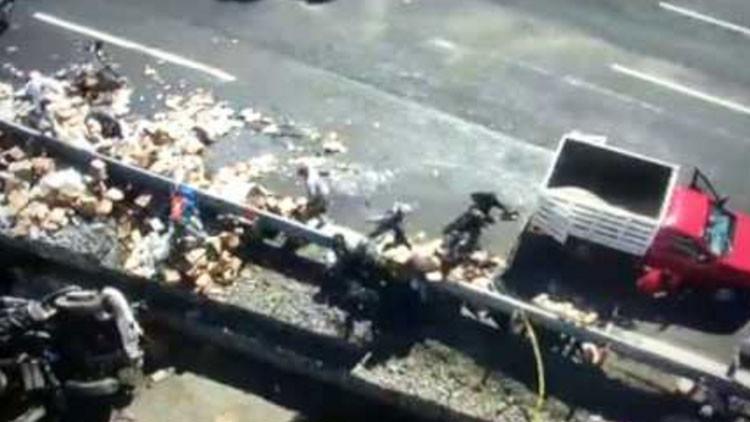 VIDEO: El momento en que un camión se queda sin frenos y provoca un grave accidente en México