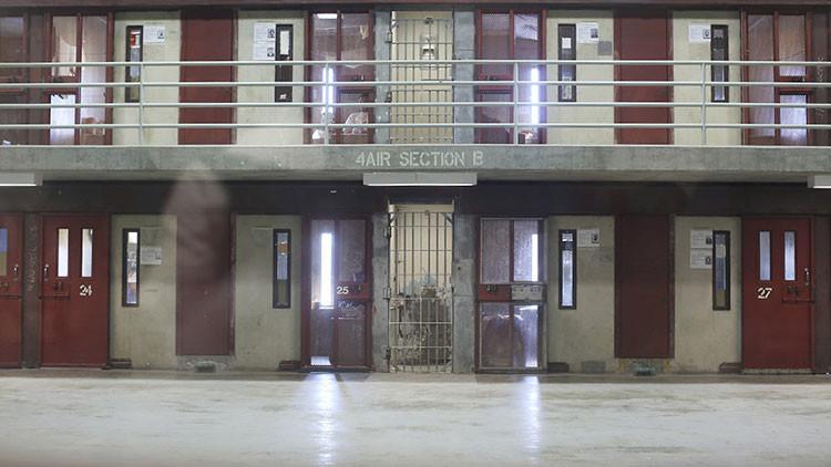 EE.UU.: Decenas de reclusos rehúsan regresar a las celdas de una cárcel de Massachusetts