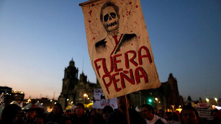 """""""No solo es el gasolinazo"""": Mexicanos exigen la renuncia de Peña Nieto en una multitudinaria marcha"""