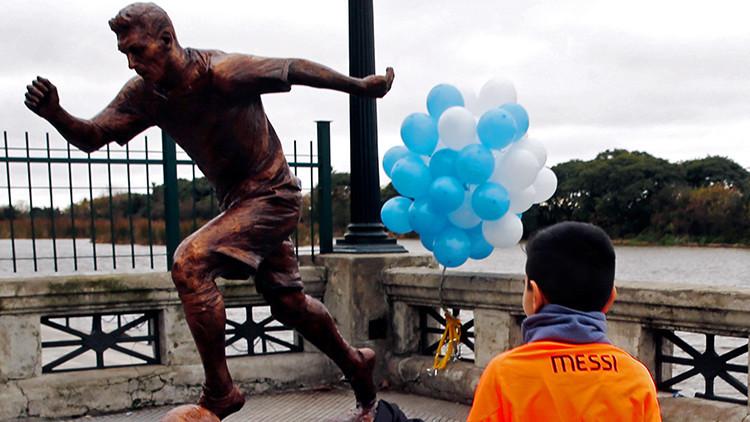 Argentina: Destruyen una estatua de Lionel Messi (FOTO)