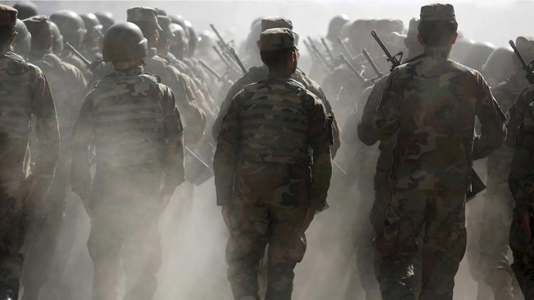 EE.UU. paga salarios a decenas de miles de 'soldados fantasma' en Afganistán