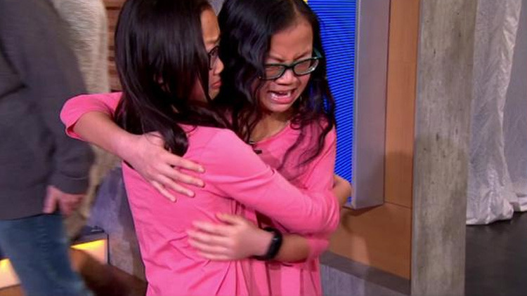 10 años después: El conmovedor encuentro de gemelas separadas al nacer (Video)