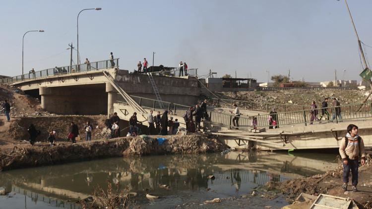 El Estado Islámico vuela todos los puentes sobre el río Tigris que controla en Mosul