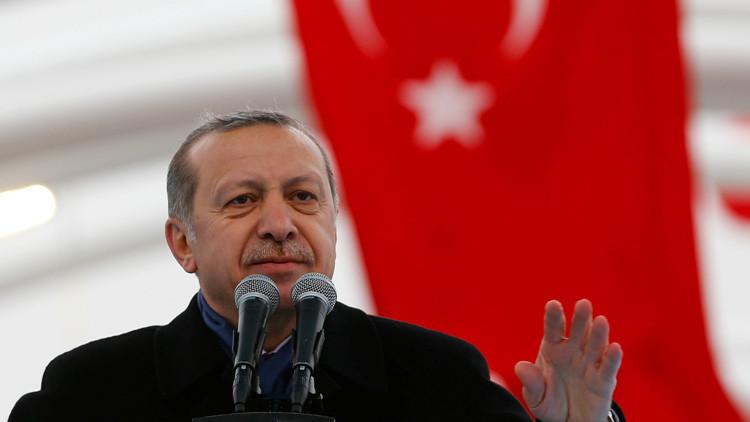 """Erdogan aplaude a Trump por poner a la CNN """"en su sitio"""" (VIDEO)"""