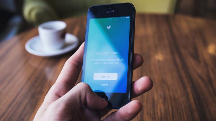 """Tuitera española acusada de humillar a las víctimas del terrorismo: """"Son solo chistes"""""""