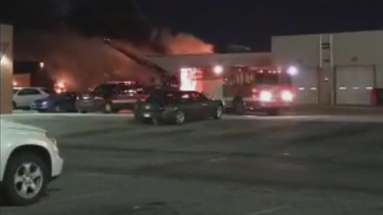 EE.UU.: Una explosión desata un incendio en una estación de autobuses de Detroit (FOTOS, VIDEO)
