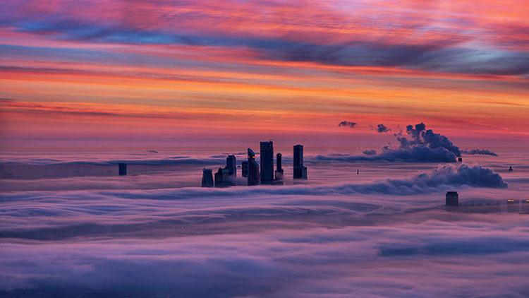 Moscú entre nubes: Un fenómeno natural único permite capturar imágenes insólitas de la capital rusa