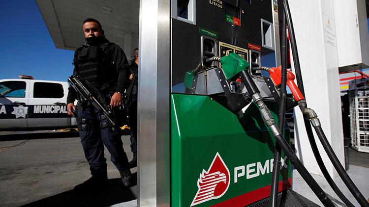 """""""Ahora es al revés"""": contrabandean gasolina de Guatemala hacia México"""