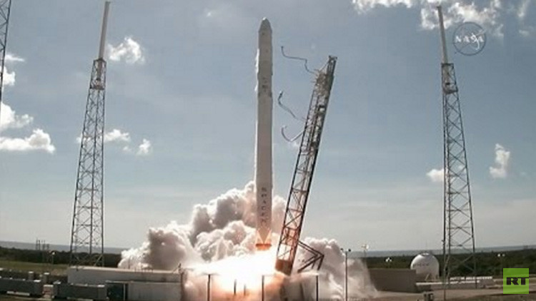 Space X lanza un cohete Falcon 9 con 10 satélites de comunicación