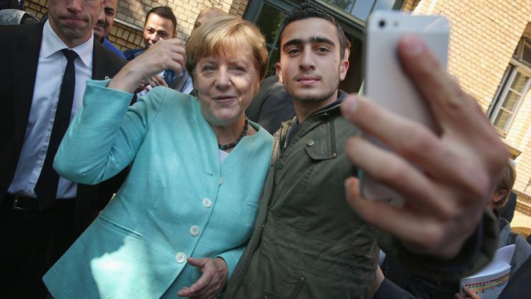 """Un refugiado que se tomó un selfi con Merkel demanda a Facebook por """"difamación"""""""