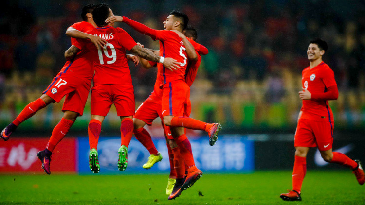 Madrugar para ver al equipo de tus sueños: Los memes del triunfo Chile en la China Cup