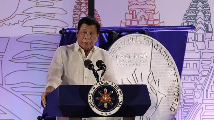 """Duterte da luz verde para """"hacer explotar"""" a secuestradores, aunque tomen rehenes"""