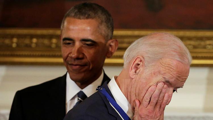 Memes se burlan de la sentida reacción de Joe Biden al recibir la medalla de manos de Obama