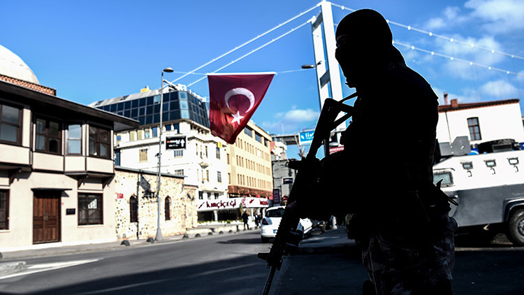 Un hombre toma rehenes en un restaurante de Turquía