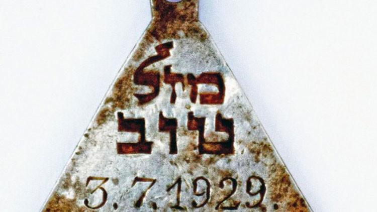 Encuentran el pendiente de una joven víctima del Holocausto, posiblemente relacionada con Ana Frank