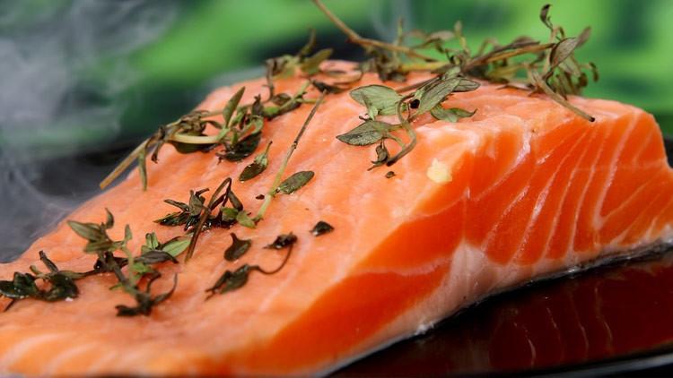 Encuentran lombrices japonesas en un salmón estadounidense