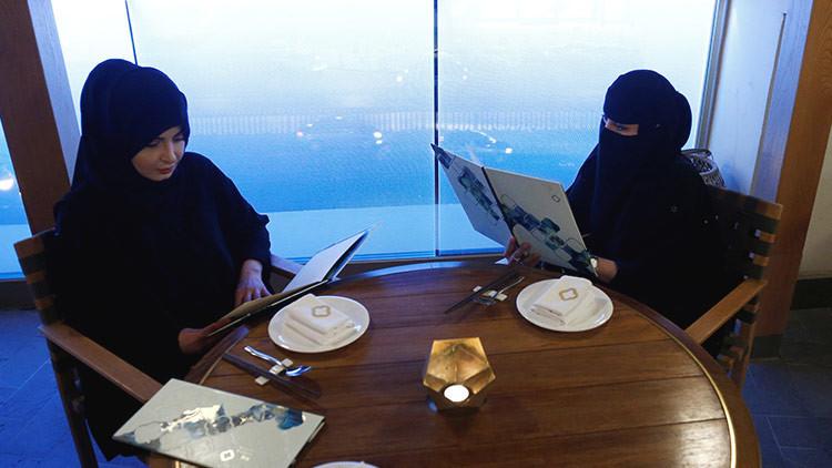"""Ni te hablan, ni te miran"": así es la vida para una mujer en Arabia Saudita"