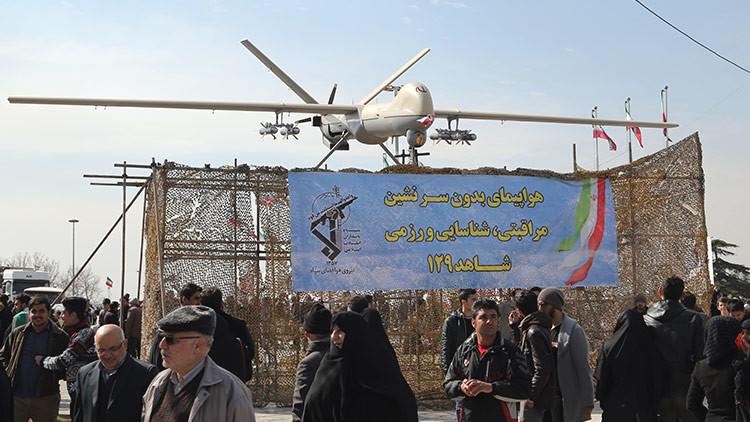 Irán derriba un dron tras entrar en el espacio aéreo de Teherán sin permiso (VIDEO)