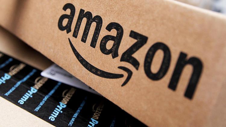 """""""Saludos del tío Adolf"""": mujer judía recibe una nota antisemita en un artículo comprado en Amazon"""