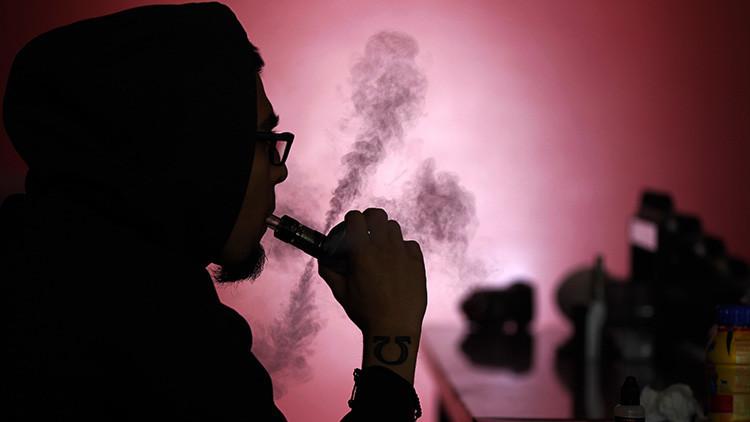Fumar perjudica la salud: joven pierde 7 dientes al explotarle un cigarrillo electrónico en la boca