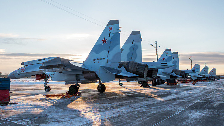 Los primeros cazas rusos Sukhoi Su-35 prueban con éxito el nuevo sistema de búsqueda por infrarrojos