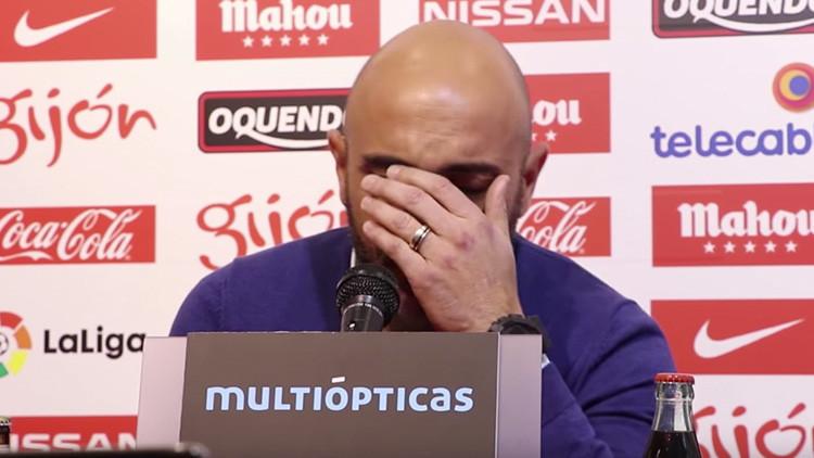 Con lágrimas entrenador español rechaza 4 millones de euros de finiquito tras su dimisión (Video)