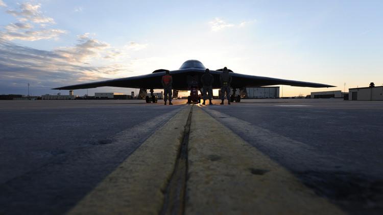 Bombarderos estadounidenses B-2 atacan campamentos del Estado Islámico en Libia