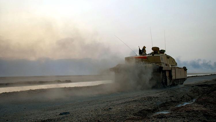 El Ejército británico manda tanques a través del canal de la Mancha