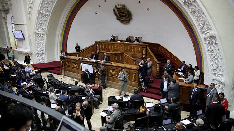 """""""Si no hay diálogo, hay golpe"""": Los riesgos del Parlamento venezolano en desacato"""