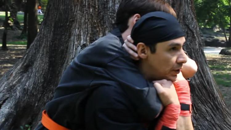 Videos: ¿Cómo defenderse del método de 'mataleón' que usaron unos atracadores en el metro de Madrid?