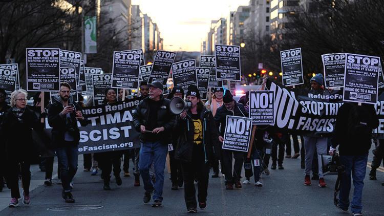 Lanzan gas lacrimógeno a manifestantes contra Trump en Washington