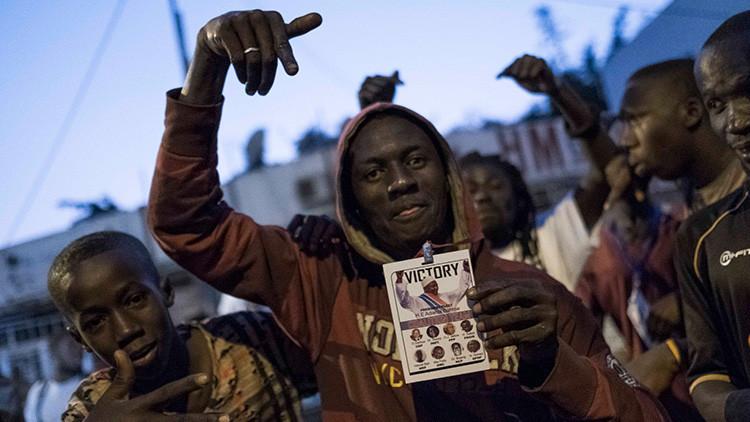 El líder de Gambia confirma su decisión de dejar el poder