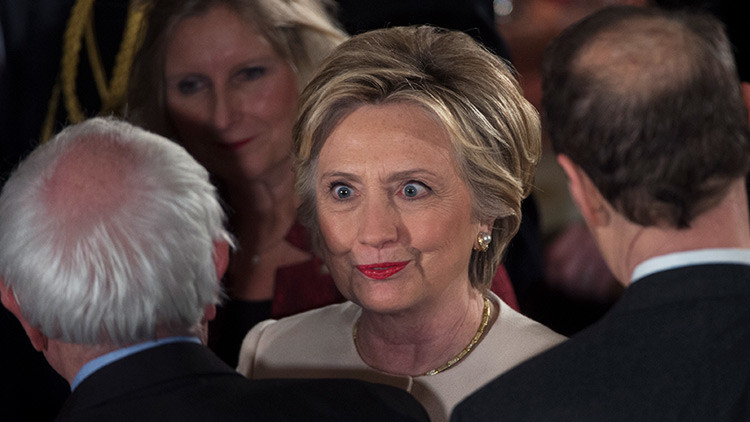 Video: El incómodo momento entre Hillary y Bill Clinton durante la investidura de Trump