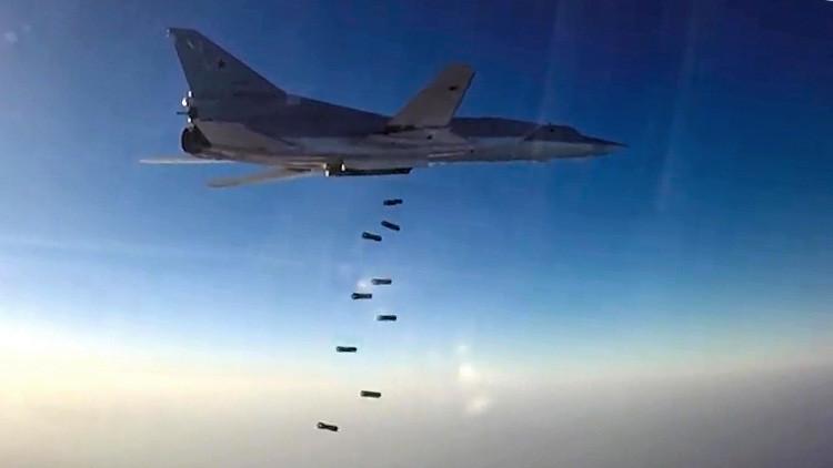 VIDEO: Seis aviones militares procedentes de Rusia atacan instalaciones del Estado Islámico en Siria