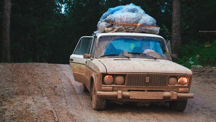 Cuatro siberianos viajan a África en un viejo coche (FOTOS)