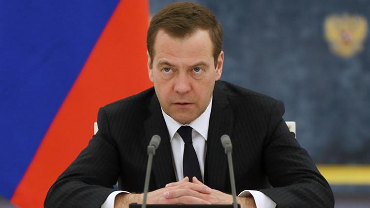 """Medvédev: """"Rusia no debe relacionar el levantamiento de sanciones a las elecciones extranjeras"""""""
