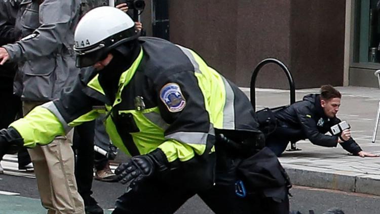 El correponsal de RT América todavía está detenido traslas protestas en Washington