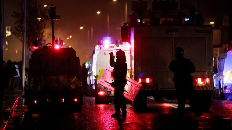 """""""Un vil acto de terrorismo"""": Hieren de bala a un policía británico en Belfast"""