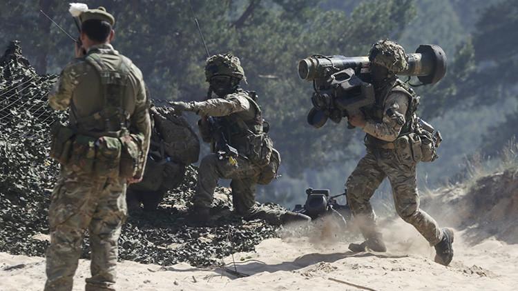 """¿Soldados volando en EasyJet? Ejército británico teme que Rusia pueda destruirlo """"en una sola tarde"""""""
