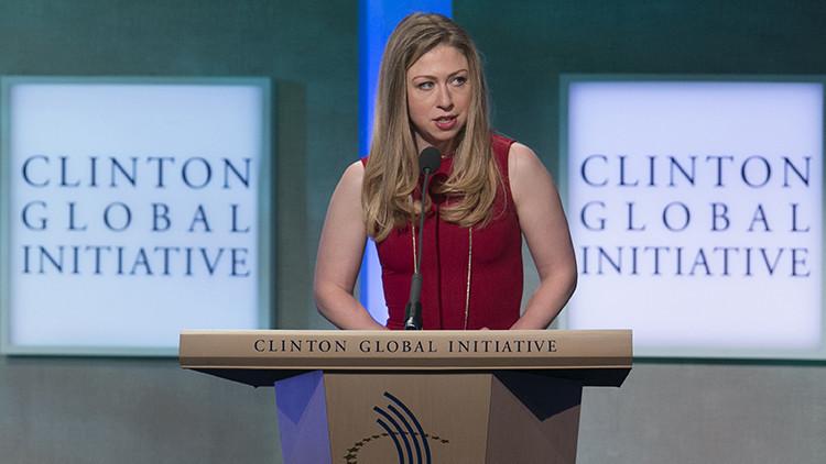 Chelsea Clinton desafía a Trump al defender de las burlas al hijo del nuevo presidente
