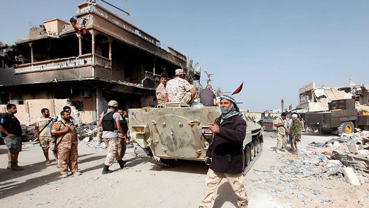 FOTOS: El Ejército libio se incauta de un suministro de libros de Dan Brown y Paulo Coelho