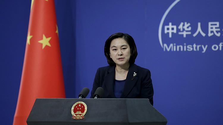 """China aconseja a EE.UU. hablar y actuar """"más cuidadosamente"""" respecto al mar de la China Meridional"""