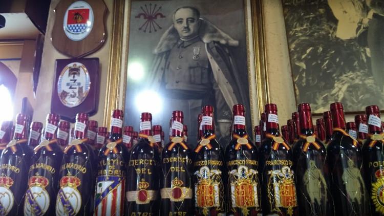 Homenajean al dueño del bar franquista 'Casa Pepe' con una calle
