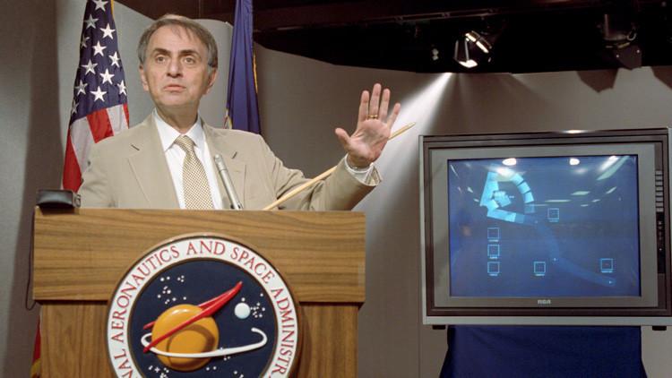 La oscura 'visión' de Carl Sagan sobre Estados Unidos que se está haciendo realidad
